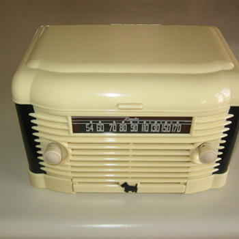 Art Deco Remler Model 5300 Scottie Dog Tube Radio / Record Player 1947