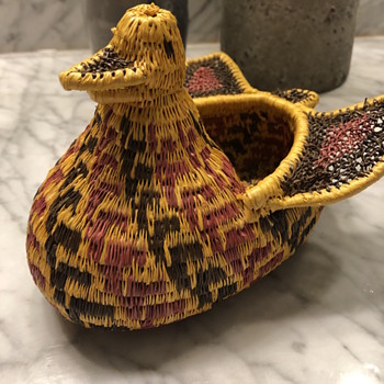Woven Duck Effigy Basket of unknown origin.. Wounaan Embera possibly? - Furniture