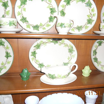 Fransescan ware set ivy leaf - China and Dinnerware