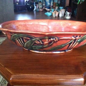 Roseville Laurel 1934  - Pottery