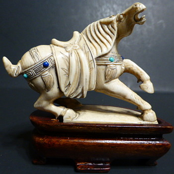 Carved ivory horse - Animals