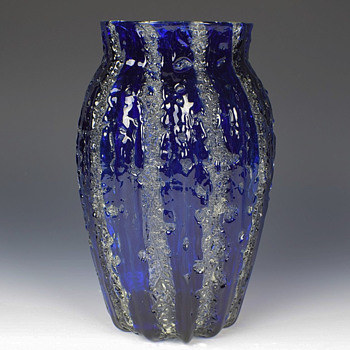 DURAND EXPERIMENTAL LAVA/MOORISH CRACKLE VASE - Art Glass