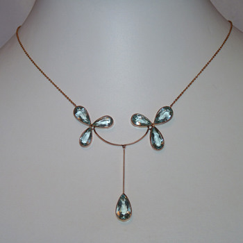An Edwardian Aquamarine Necklace in 9ct Rose Gold