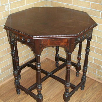Eight leg table - Furniture