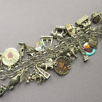 An Americana Vintage Silver Charm Bracelet - Fine Jewelry