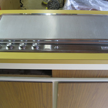 Streamlined COOL 60's Jenn-Air Cook Top - Kitchen