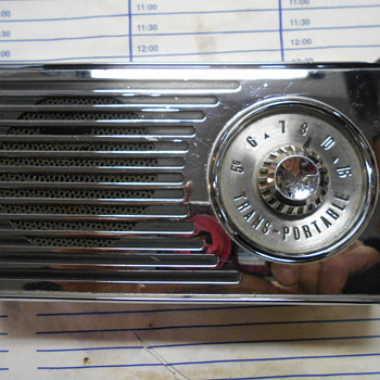 late 50's Oldsmobile Trans-portable radio - Radios