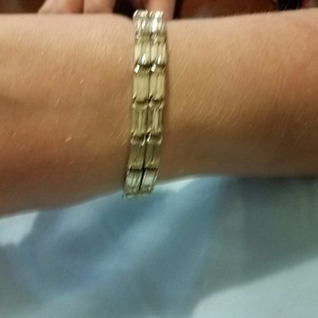 Part 2 Show and Tell of WEISS bracelet - better pics requested of clasp, etc.