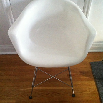 White chair from Budun design company.