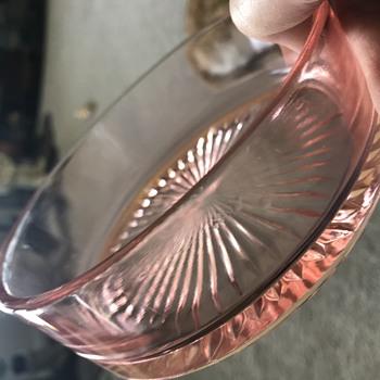 Mystery dish/lid combo - Glassware