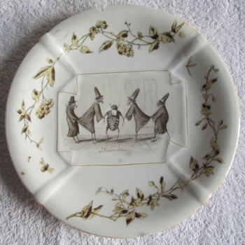 Can anyone help identify this tableware, please?
