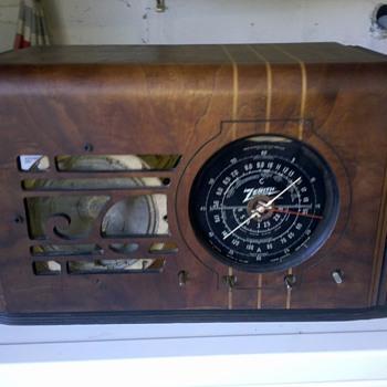 VINTAGE 1938 ZENITH CUBE 6 TUBE SUPERHETERODYNE 3 BAND RADIO 6-S-223