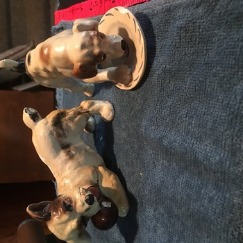 Dogs with no markings - Figurines