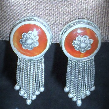 A Collection of  Vintage and Antique earrings - Fine Jewelry
