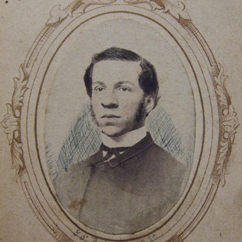 Great work on a simple portrait carte de visite - Photographs