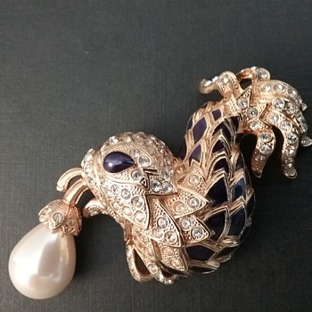 Berebi dolphin of the fountains brooch  - Costume Jewelry