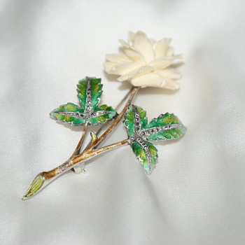 Pretty Rose Brooch - Costume Jewelry
