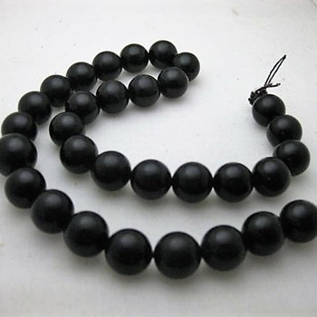 Vintage black plastic beads - Costume Jewelry