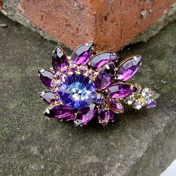 D and E Brooch for Juliana - Costume Jewelry