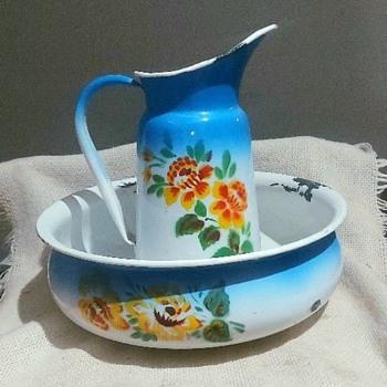 Enamel jug and bowl set. - Kitchen