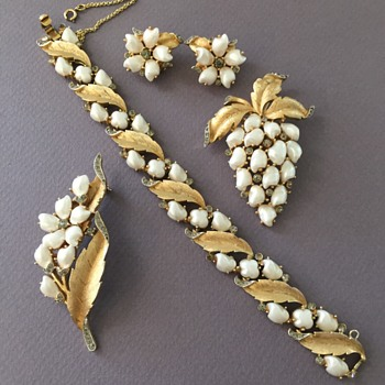 Iconic Trifari Baroque Pearl Rhinestone Sorrento Set Bracelet, Pins, Earrings - Costume Jewelry