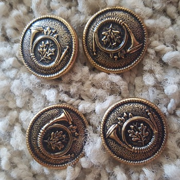 gold-toned trumpet button - Sewing
