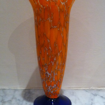 Unidentified tangerine spatter with a cobalt blue base - Art Glass