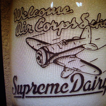 SUPREME DAIRY MILK BOTTLE WELCOMING ARMY AIR CORPS SCHOOL PILOTS TO DENVER COLORADO - Bottles