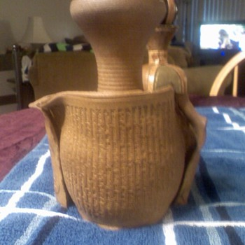 pottery, the poem deserida completely scrolled upon it