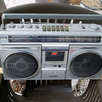 Boombox Throwback - Electronics