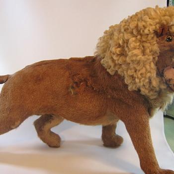 Unusual lion model - Victorian Era