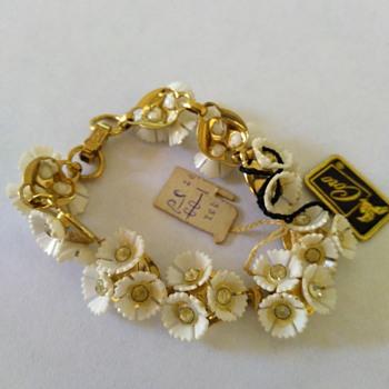 Coro Pegasus bracelet - Costume Jewelry