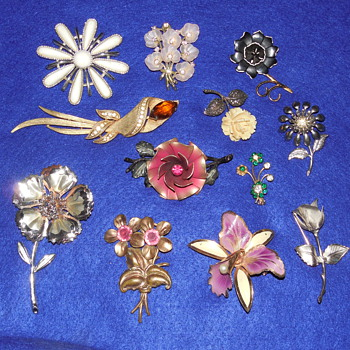 Flower Pin and Brooch Mixed Lot - Costume Jewelry