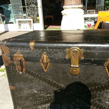 Luggage chest, can you help? - Furniture