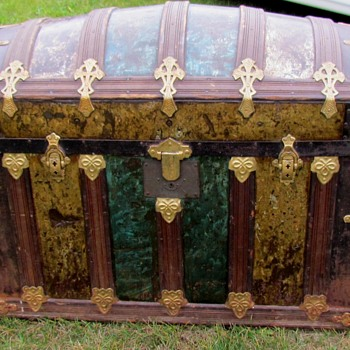 Victorian Green/Gold Crystal Barrel Top Trunk - Furniture