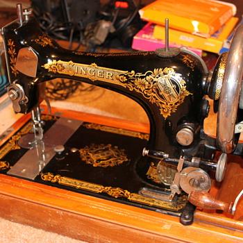Vintage Singer Sewing Machine. Value? - Sewing