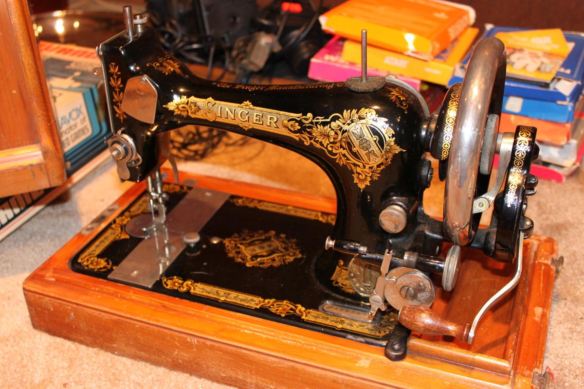Vintage Singer Sewing Machine. Value? | Collectors Weekly