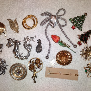 brooches & pins - Costume Jewelry