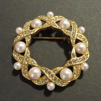 Napier Brooch - Costume Jewelry