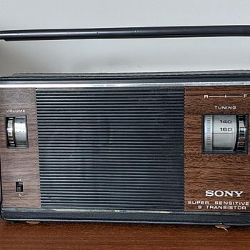 Sony super sensitive 9 Transistor radio. - Radios