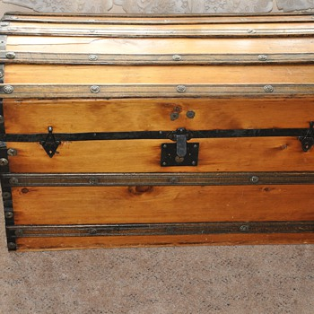 Old Trunk...No information. Any Help is appreciated. - Furniture