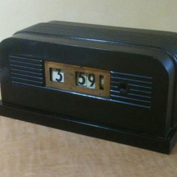 """Telechron Model 8B11 """"Granada"""" Art Deco Bakelite Clock 1938"""