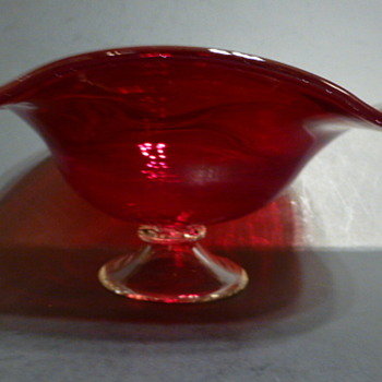 Teleflora red art glass footed bowl, China - Glassware