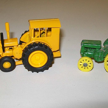 1/64th scale John Deere DI snow plow - Model Cars