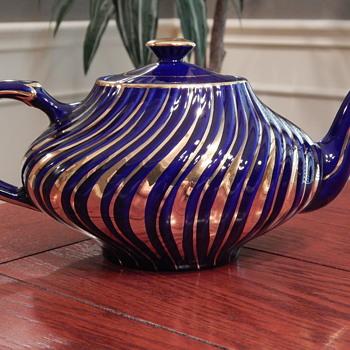 Vintage Arthur Wood teapot - China and Dinnerware