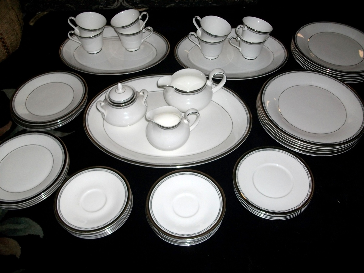 & Royal Doulton Sarabande Fine Bone China Set | Collectors Weekly