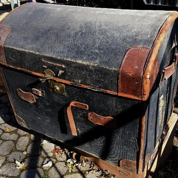 Victorian Canvas Covered Wicker Steamer Trunk - Furniture
