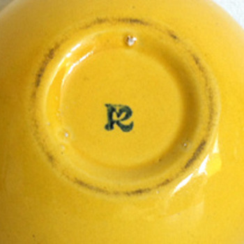 "Unknown yellow vase or planter with ""R"", is it Roseville Pottery? - Pottery"