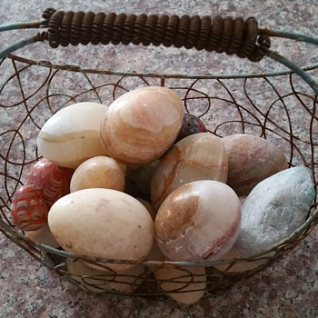 A basket of agate eggs - Fine Jewelry