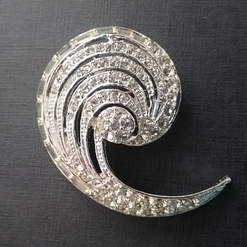 Capri wave brooch  - Costume Jewelry